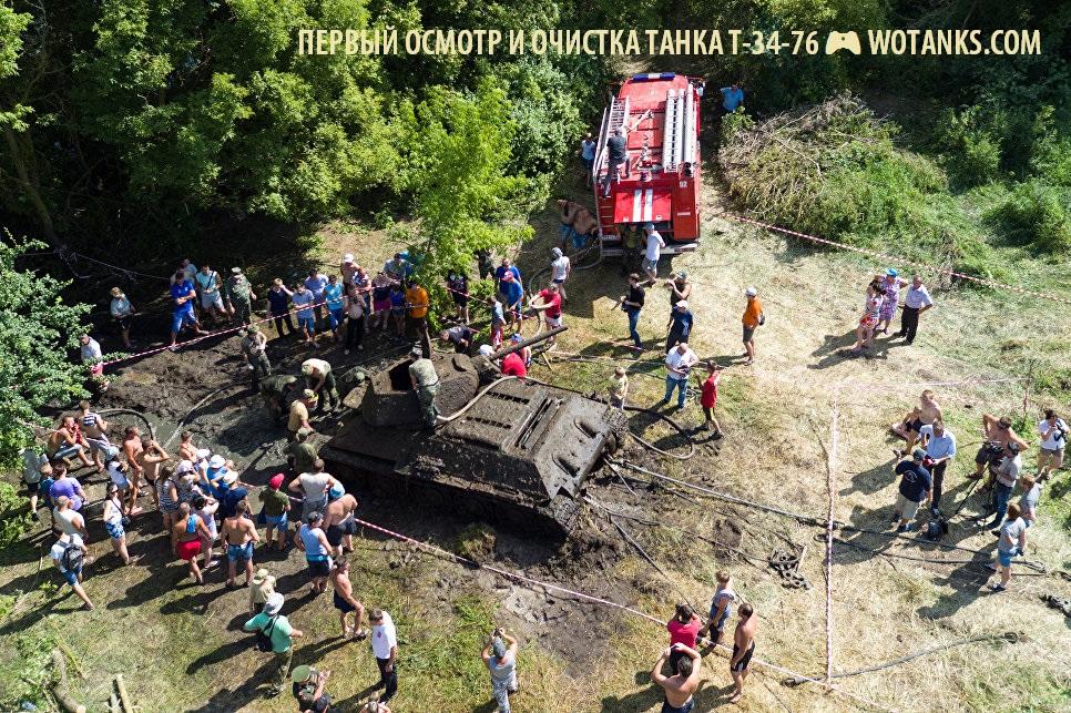 Очистка и осмотр поднятого танка Т-34-76